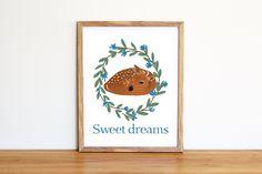 Illustrazione da scaricare subito con ghirlanda, cerbiatto e Sweet Dreams, per la cameretta e la nursery di IlluminoHomeIdeas su Etsy