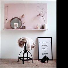 Pink ➕ När du tvekar om rosa är din grej - testa på en lite yta. 📷 via @decocrush #homestaging #homestyling #styling #färgsättning #inredning #diy #hemnet #inredningskurser #scandinavian #swedish #design #interior #sovrum #barnrum #vardagsrum #trend #williamsdesign #designskolan #heminredning #ljussättning #belysning #tv_stilllife #pink #pastel #pale #muted #rosa