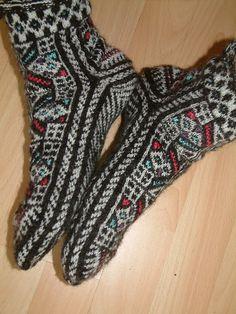 Knitting Socks, Hand Knitting, Knitting Patterns, Crochet Patterns, Mitten Gloves, Mittens, Woolen Socks, Crazy Socks, Knit Picks