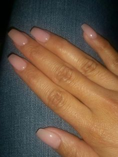 The advantage of the gel is that it allows you to enjoy your French manicure for a long time. There are four different ways to make a French manicure on gel nails. Natural Acrylic Nails, Cute Acrylic Nails, Short Natural Nails, Short Nails Acrylic, Short Pink Nails, Short Fake Nails, Natural Looking Nails, Short Acrylics, Acrylic Nail Shapes