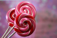 Bubblegum & Cherry Lollis - great idea for Valentine's gifts