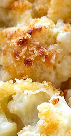 This creamy and delicious cauliflower casserole with a crisp panko and parmesan topping is a scrumptious way to turn cauliflower into a cheesy side dish! Califlower Casserole, Keto Chicken Casserole, Casserole Recipes, Vegetable Pie, Vegetable Casserole, Vegetable Recipes, Cauliflower Recipes, Baked Cauliflower, Cooking Recipes