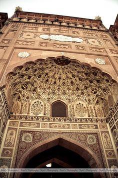 Entry Gate of Badshahi Masjid (بادشاہی مسجد) by Syed Sibt-e-Hassan, Lahore, Pakistan.