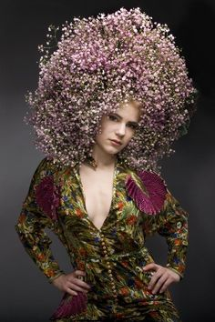 Andreas Verheijen developed hybrid plants and colorful flower arrangements Photography Women, Fashion Photography, Floral Headdress, Flower Headpiece, Foto Fun, Avant Garde Hair, Spring Hairstyles, Flower Hats, Floral Fashion