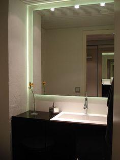 Seinä ja allas Bathroom Lighting, Mirror, Furniture, Home Decor, Bathroom Light Fittings, Bathroom Vanity Lighting, Decoration Home, Room Decor, Mirrors