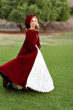 red robe fairy cosplay A Magical Little Red Riding Hood Styled Shoot on a Very Happy Christmas Eve! Cute Halloween Costumes, Halloween Witches, Hooded Cloak, Wedding Jacket, Bridal Cape, Red Riding Hood, Historical Clothing, Little Red, Prom Dresses
