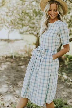 36 Stunning Summer Dress Outfits To Wear Right Now Simple chic classy yellow sun glass for women this summer. Trendy fashion classic light blue and white check sweet dress ootd. Church Dresses, Modest Dresses, Modest Outfits, Simple Dresses, Cute Dresses, Casual Dresses, Modest Clothing, Vintage Clothing, Muslim Fashion