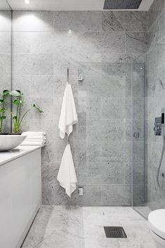 After the main function has been done, bathroom interior design is the second variable that should be considered seriously, because the bathroom design you choose will affect your mood everyday. Scandinavian Style, Modern Scandinavian Interior, Scandinavian Bathroom, Scandinavian Furniture, Grey Bathroom Tiles, Grey Bathrooms, Grey Tiles, Bathroom Faucets, Bathroom Mirrors