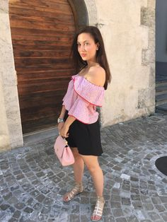 The Brunette Nomad || Red and Pink: The Unexpected Color Combo
