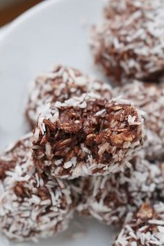 Useful chocolate balls on 4 ingredients – About Healthy Meals Sweets Recipes, Raw Food Recipes, Healthy Sweets, Healthy Desserts, Healthy Meals, Healthy Recepies, Meat Recipes For Dinner, Dessert Drinks, Clean Recipes