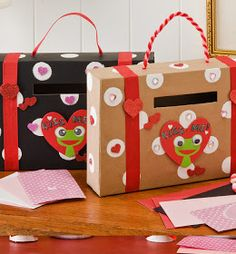 It's Written on the Wall: 4 Valentines Day Mailboxes (holders) for Kids Valentines