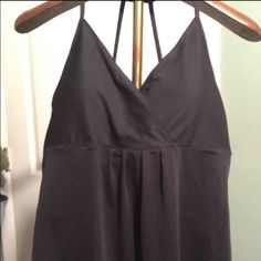 Old Navy Active Tank Top Old Navy Active Tank Top with built in bra, Size XL, Gray Old Navy Tops Tank Tops