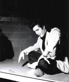 Elvis Presley between shows. Auditorum in Ottawa, Canada. Elvis Collectors, Young Elvis, April 3, Blue Suede Shoes, Forever Love, Playing Guitar, Elvis Presley, Gorgeous Men, Rock N Roll