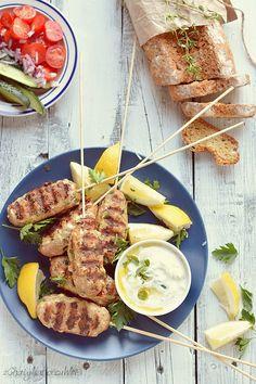 SZASZŁYKI Z MIELONEGO MIĘSA | z Chaty Na Końcu Wsi - blog kulinarny. Przepisy, fotografia kulinarna. Polish Recipes, Polish Food, Tahini, Ramen, Grilling, Bbq, Pork, Food And Drink, Ethnic Recipes