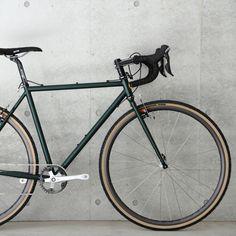 ブルーラグは東京 渋谷 世田谷 代々木公園でピスト・シクロクロス・ロードバイク・マウンテンバイク・ツーリングバイク・街乗り自転車などあらゆる自転車 パーツ アパレル バッグ 雑貨を世界一豊富に展開。SURLY,AFFINITY,MASH,PHIL WOODなど本物のアメリカンブランドのバイク・パーツを中心に、初心者も多く訪れるお店です。