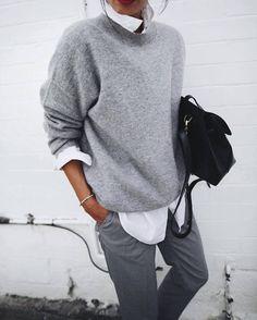Look minimaliste avec un pull gris