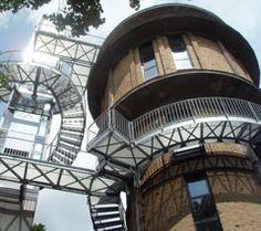 http://dabonline.de/2007/10/01/denkmal-mit-aussicht/ Architekt Frank Meilchen, Berlin