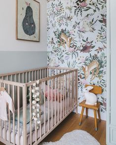 Girl Nursery Ideas - Bring your infant girl residence to a cute and also practical nursery. Right here are some infant girl nursery design ideas for every one of your decor, bedding, as well as furniture . Chic Nursery, Nursery Room, Girl Nursery, Nursery Decor, Nursery Ideas, Nursery Grey, Babies Nursery, Themed Nursery, Vintage Nursery Girl