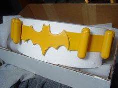 batgirl belt. not really a tutorial but tells sort of what he did