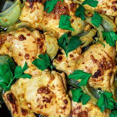 Such a simple baked chicken with garlic and Dijon sauce. So much flavor! # Easy Recipes for men Skillet Garlic Dijon Chicken Recipe Health Chicken Recipes, Greek Chicken Recipes, Vegetarian Recipes Easy, Clean Eating Recipes, Healthy Recipes, Seafood Recipes, Easy Recipes, Dijon Chicken, Easy Baked Chicken