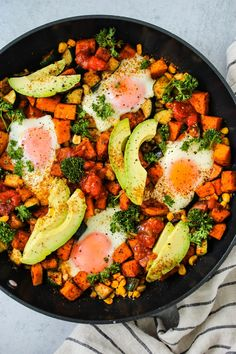 This Taco Breakfast Skillet is packed with veggies and protein for a healthy one-pan meal. Gluten-free, with vegetarian and vegan options available! Sweet Potato Nutrition, Healthy Egg Recipes, Whole Food Recipes, Salad Recipes, Healthy Food Blogs, Paleo Meals, Vegetarian Recipes, Healthy Lifestyle, Gastronomia