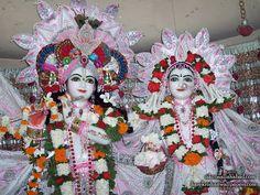 http://harekrishnawallpapers.com/sri-sri-radha-venimadhava-close-up-iskcon-allahabad-wallpaper-002/