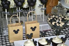 Mickey Mouse birthday party: black and white version