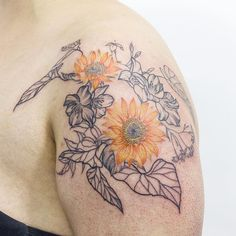 "valeria fukunaga on Instagram: ""🌻 en @wouldtattoostudio #valeriafukunaga #art #tattoo #ink #sunflower #flowertattoo #flower #colortattooartist #sunflowertattoo"" Tattoo Ink, Flower Tattoos, South America, Tatting, Flowers, Instagram, Art, Tattoo Art, Tattoos Of Flowers"
