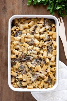 Pasta Casserole with mushrooms, bechamel sauce and green parsley. Pasta Casserole, Casserole Recipes, Rigatoni, Penne, Bechamel Sauce, Oven Dishes, Parsley, Quiche, Cereal