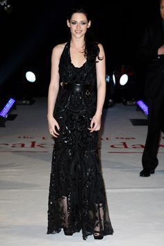 Kristen Stewart at the The Twilight Saga Breaking Dawn Part 1 premiere in London-England, November 2011