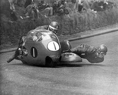 Isle of Man TT. side car guys are insane. (Wish I was the one HANGIN out there in the Wind! Racing Motorcycles, Vintage Motorcycles, Gp Moto, Moto Guzzi, Open Face Helmets, Old Bikes, Isle Of Man, Vintage Racing, Scooters