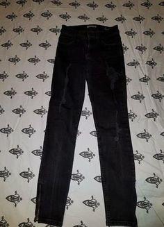 Kup mój przedmiot na #vintedpl http://www.vinted.pl/damska-odziez/dzinsy/18374168-sliczne-czarny-jeansy-dziury-xss-guess-carzne-spodnie-czarnespodnie-guess