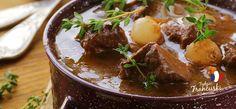 Wołowina po burgundzku - klasyka francuskiego smaku #intermarche #wołowina Butter Mushroom, Beef Bourguignon, Cream Of Chicken, Green Beans, Bacon, Stuffed Mushrooms, Cooking, Chicken Breasts, White Wine