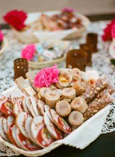 Bride's Scrapbook Top Wedding Idea - Homespun Confections Enlist your friends and family to contribute their homemade confections with a sweet candy bar. Mexican Dessert Table, Mexican Candy Table, Mexican Party, Mini Hamburgers, All You Need Is, Just In Case, Halloumi, Healthy Recipes, Mexican Food Recipes
