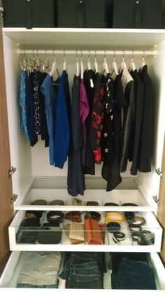 PAX wardrobe lets you see all of your options for the day. From tops, to bottoms, to accessories – glass KOMPLEMENT inserts gives your day the good start you deserve.