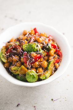 Chickpea and vegetable stir fry - Have you ever tried to make a stir-fry recipe using chickpeas? I used rice or noodles before, but I'm in love with this chickpea and vegetable stir-fry now.