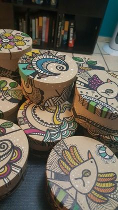 Cajitas pintadas a mano Crafts To Do, Arts And Crafts, Paper Crafts, Diy Gift Box, Diy Gifts, Painted Wooden Boxes, Wooden Box Crafts, Art Projects, Projects To Try
