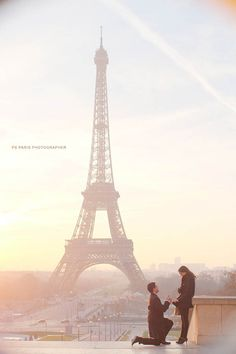 proposal in front of eiffel tower during sunset