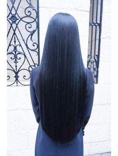 This is what Ekko's hair looks like. Blue Hair Highlights, Brown Hair Balayage, Long Silky Hair, Long Dark Hair, Straight Black Hair, Hair Color For Black Hair, Black Hair Aesthetic, Beautiful Long Hair, Rapunzel