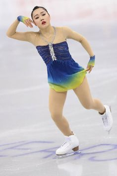 Striking dye combination on this ice dance dress. It shows up really well on the ice!  四大陸選手権第1日(女子SP、ペアSP、アイスダンスSD)|フォトギャラリー|フィギュアスケート|スポーツナビ