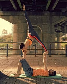 Couples acro-yoga. T