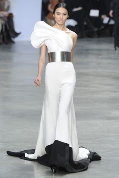 "theonlymissmaven: "" Miss Maven's Fave Looks from: Stephane Rolland Spring 2013 Couture "" Style Haute Couture, Spring Couture, Couture Fashion, Runway Fashion, White Fashion, Love Fashion, Fashion Show, Fashion Design, Fashion Details"