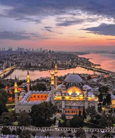 Uw villa of appartement verkopen in Alanya Turkije Uw vil. Cool Places To Visit, Places To Travel, Wonderful Places, Beautiful Places, Turkey Destinations, Alanya Turkey, Istanbul City, Beautiful Mosques, Beach Wallpaper