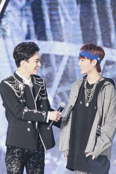 ❤Two high note guys on one stage, this is too powerful❤ Chen, Kpop, Nct Taeil, Nct Life, City Wallpaper, Kim Junmyeon, Exo Kai, Exo Members, Being In The World