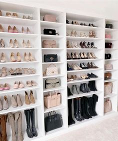 Walk In Closet Ideas - Do you require to whip your little walk-in closet right into form? You will certainly like these 20 extraordinary tiny walk-in closet ideas as well as makeovers for some . Walk In Closet Design, Bedroom Closet Design, Closet Designs, Bedroom Decor, Closet Tour, Shoe Closet, Bag Closet, Closet Office, Office 365