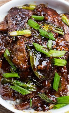 Mongolian Beef (PF Changs copycat). So easy to make and tastes even better than the real thing! #chinesefoodrecipes