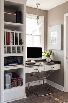 You won't mind getting work done with a home office like one of these. See these 20 inspiring photos for the best decorating and office design ideas for your home office, office furniture, home office ideas Office Nook, Home Office Storage, Guest Room Office, Home Office Space, Home Office Desks, Small Office, Built In Desk, Built Ins, Men's Home Offices