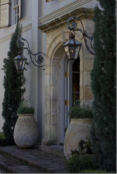Reclaimed rock entry way. Lanterns. Pots. Gorgeous!!