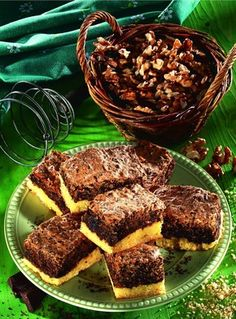 Recept - Diós csokihabos pite Muffin, Food And Drink, Sweets, Beef, Cookies, Breakfast, Cake, Advent, Dios