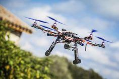 El futuro llegó y es aterrador: drones armados con lanzallamas y ametralladoras aparecen en las redes sociales - Batanga